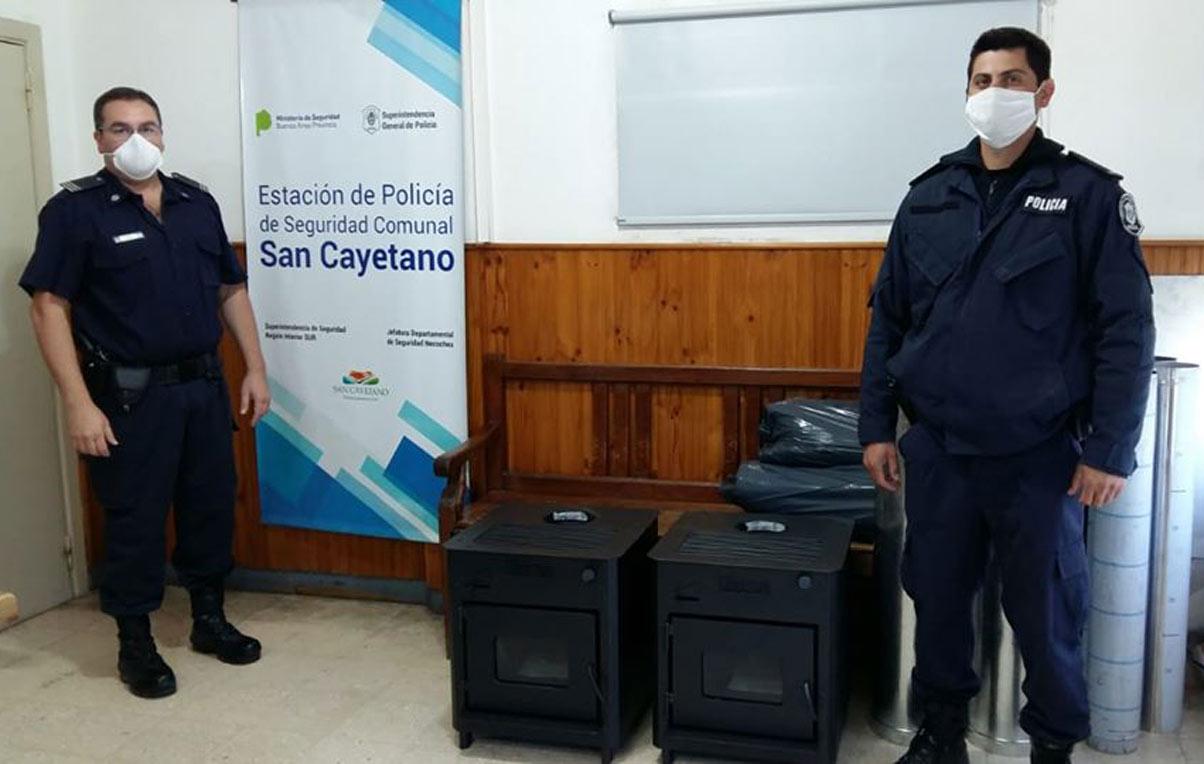 Donación de estufas para la Policía de San Cayetano