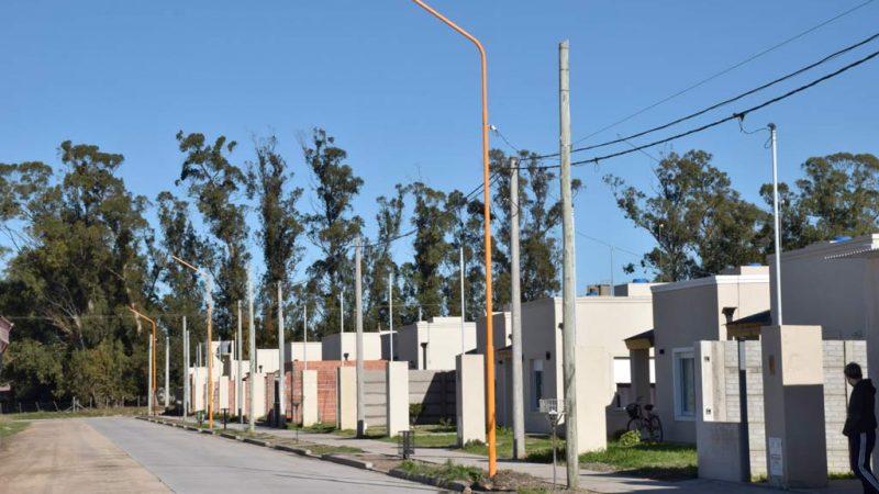 Colocan luminarias en barrios de la ciudad